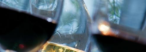 Les règles d'or pour servir le vin pendant les fêtes