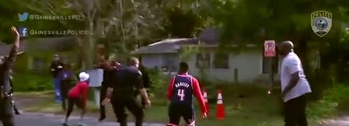 Shaquille O'Neal improvise un match de basket dans la rue avec des jeunes et des policiers