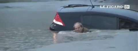 Texas : un automobiliste pris au piège des inondations sauvé par des journalistes