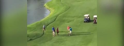 Une bagarre improbable entre deux golfeurs