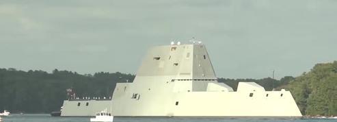 Un navire de guerre futuriste américain commandé par le capitaine Kirk