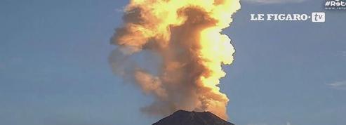 Impressionnantes images d'un volcan mexicain en éruption