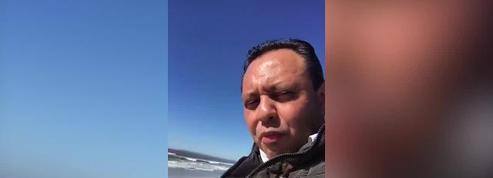 Un élu mexicain grimpe sur le mur à la frontière américaine pour dénoncer les projets de Trump