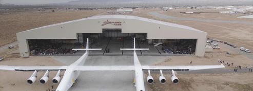 Stratolaunch, le plus grand avion du monde sort de son hangar