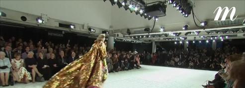 Elizabeth II invitée surprise du front row chez Richard Quinn à la Fashion Week de Londres