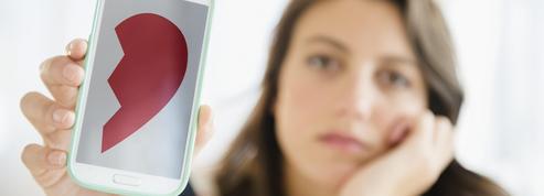 Pourquoi surveille-t-on le Facebook de son ex après la rupture ?