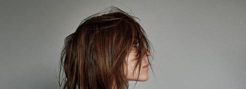 Carine Roitfeld x Uniqlo : une troisième collection pour une urbaine chic et sensuelle
