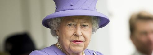 Elizabeth II pleure la mort de Holly, son welsh corgi