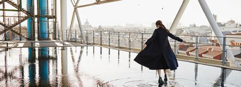 Gabardines, bombers et marinières... Les pièces mode d'une Parisienne
