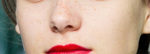 Rouge à lèvres : du lilas au bordeaux, les nouvelles teintes d'une féminité optimiste