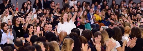 Une femme à la tête de Givenchy :
