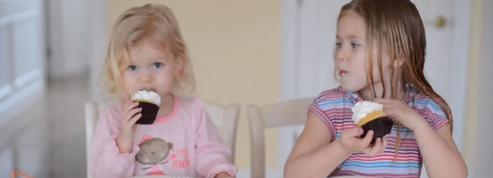 En vidéo, une fillette effondrée en apprenant qu'elle va avoir un petit frère