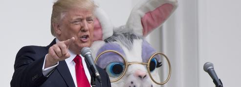 Donald Trump dédicace une casquette... et ne la rend pas à son propriétaire