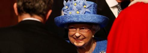 Avec son chapeau, la reine ElizabethII voulait-elle faire passer un message?