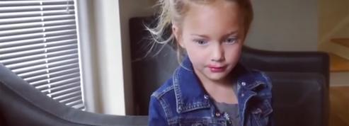 À 7 ans, elle se met en scène dans des vidéos hilarantes