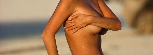 Les Françaises, de moins en moins adeptes des seins nus à la plage