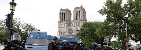 EN DIRECT - L'assaillant de Notre-Dame revendique «être un soldat du califat»