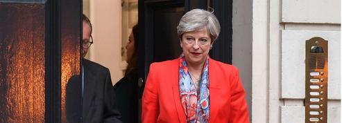 En direct - Theresa May forme un nouveau gouvernement pour «mener à bien» le Brexit