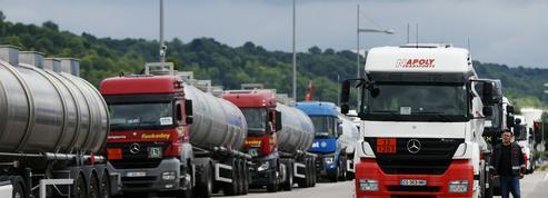 EN DIRECT - La grève des routiers est reconduite mardi