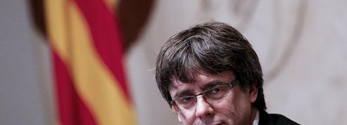 EN DIRECT - Catalogne: Puigdemont signe une déclaration d'indépendance et la suspend