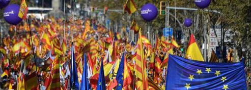 EN DIRECT - Catalogne : les unionistes manifestent à Barcelone