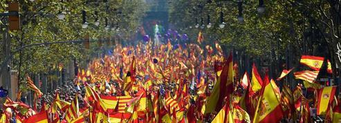 EN DIRECT - Catalogne : des centaines de milliers d'unionistes manifestent