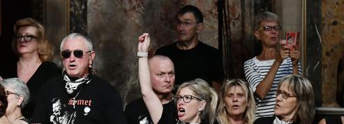 Messe pour Johnny Hallyday: rock'n'roll et émotion à la Madeleine
