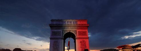 EN DIRECT - La France entière célèbre la victoire des Bleus