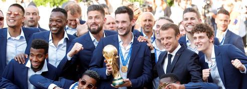 EN DIRECT - Coupe du monde 2018 : Les Bleus embrasent les Champs-Élysées
