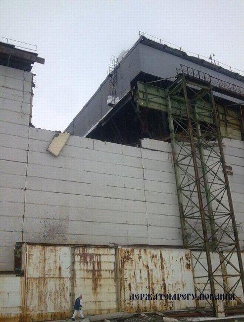 Partie du toit et du mur qui se sont effondrés sous l'effet de la neige. Crédit: Autorité de contrôle du nucléaire d'Ukraine.