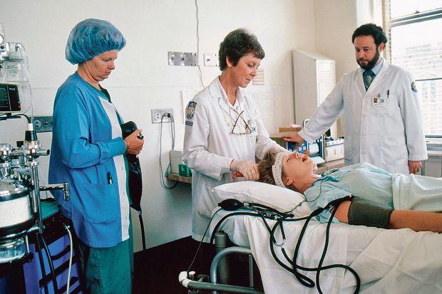 Un patient prêt à subir une séance d'ECT. SCIENCE SOURCE/BSIP