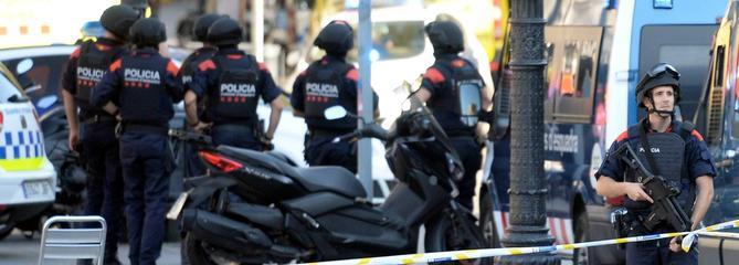Attentats en Espagne : la cellule démantelée, un homme recherché