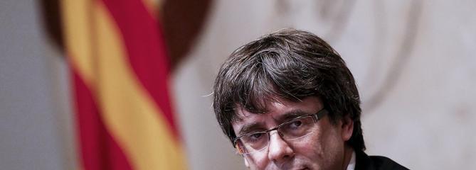 Catalogne: Puigdemont signe une déclaration d'indépendance et la suspend