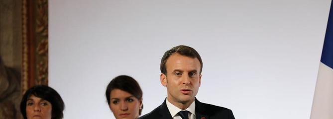 Macron a fait observer une minute de silence pour les femmes battues ou tuées en 2016