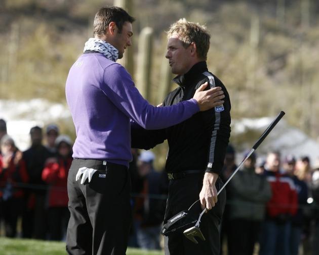 27 février. Bien que battu en finale du championnat du monde de Match Play à Marana (Arizona) par l'Anglais Luke Donald (à droite), l'Allemand Martin Kaymer (à gauche) devient le nouveau numéro 1 mondial. Il le restera jusqu'au 1er mai suivant... (Reuters)