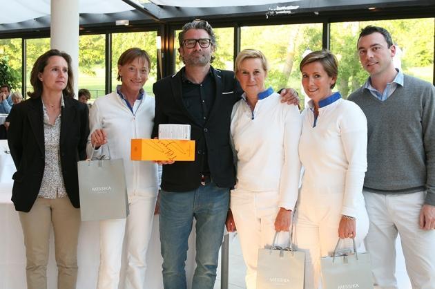 Les vainqueurs en net, Fabien Donoyan, Virginie Perrachon, Sylvie Lagrost, Guislaine de Fromont, reçoivent un bijou griffé du joaillier Messika (Karin Dilthey).