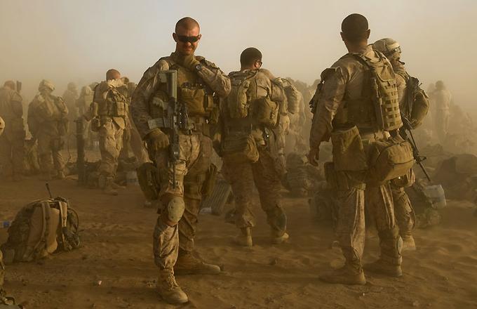 Offensive des marines américains dans le sud de l'Afghanistan. L'opération Khanjar a été menée dans la région de Khanishin, l'un des bastions les plus importants des Talibans. 400 marines et 650 policiers afghans ont participé à cette opération.