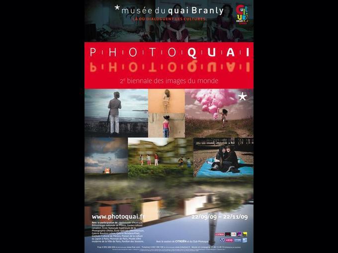 L'affiche de Photoquai 2009, la seconde biennale des images du monde, créée par le musée du quai Branly en 2007. Annahita Ghabaian Etehadieh, directrice artistique en charge de la sélection de ces photographies des pays