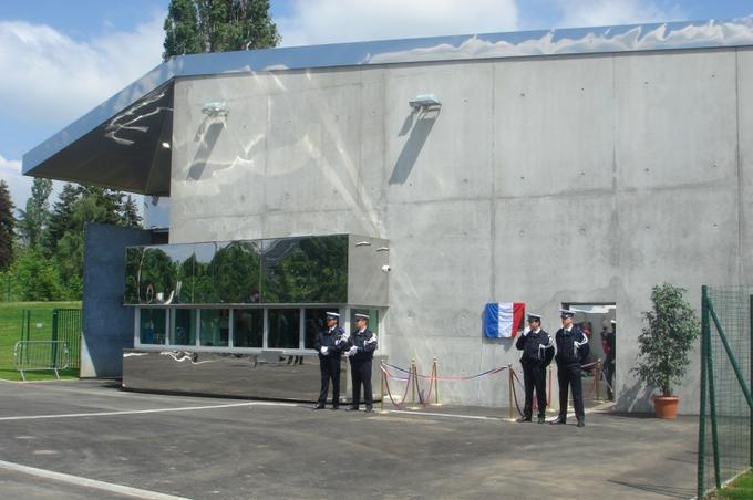 La première unité hospitalière spécialement aménagée (UHSA) de France, qui accueille des détenus souffrant de maladies psychiatriques, a été baptisée «Simone Veil» en l'honneur de l'ancienne résistante et ex-ministre de la Santé. L'établissement lyonnais a été inauguré le 21 mai 2010.
