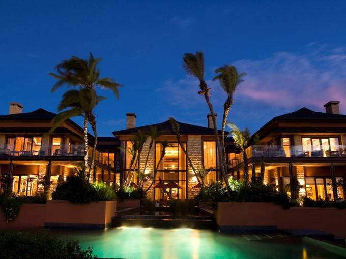 Pendant la Coupe du Monde, les Bleus sont logés dans le luxueux hôtel cinq étoiles Pezula Resort, situé à l'entrée de l'estuaire de Knysna sur le littoral de la province du Cap.