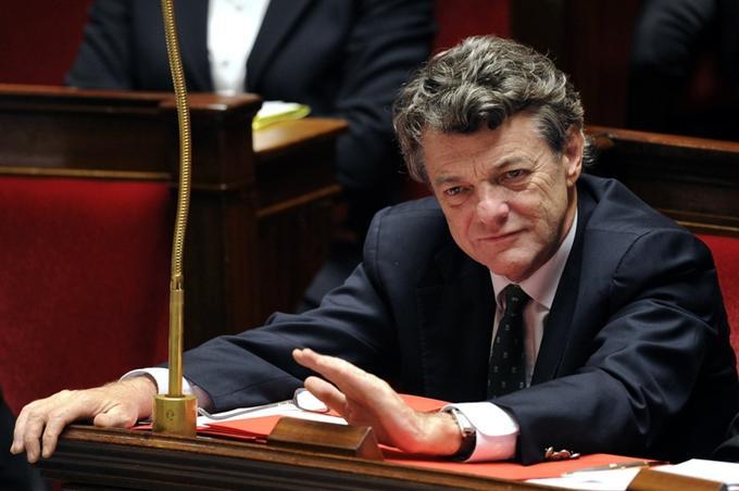 Ministre depuis 2002, <b>Jean-Louis Borloo</b>, qui s'était lancé dans la candidature au poste de premier ministre, a décidé de ne pas faire partie du nouveau gouvernement Fillon. Il aurait refusé le ministère de la Justice et celui des Affaires étrangères, préférant