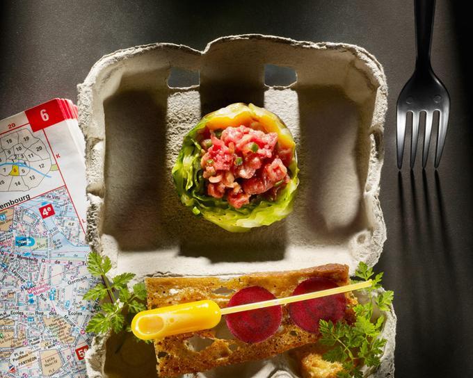 <i>Tartare de b?uf aux légumes croquants, choux vert juste blanchi et poivrons grilles marines</i>