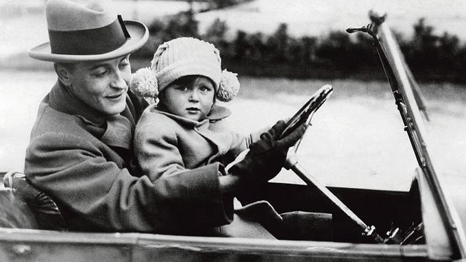 Francis Scott Fitzgerald avec sa fille Scottie, à Rome, en 1924.
