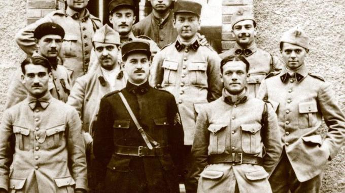 En 1917, Jean Moulin, à droite ci-dessus, est mobilisé à Montpellier.