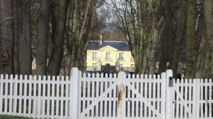 Cette résidence d'État est habituellement attribuée au premier ministre. L'ancien président Nicolas Sarkozy avait pris ses habitudes dans cette bâtisse proche de Paris. François Hollande y a déjà passé quelques jours durant les vacances de l'année dernière.