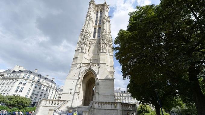 La Tour Saint-Jacques dans le centre de Paris.
