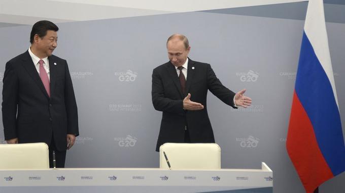 Le président russe Vladimir Poutine a rencontré le président chinois Xi Jinping à Saint-Pétersbourg avant le sommet. Les deux pays posent leur veto à toute intervention de l'ONU en Syrie.