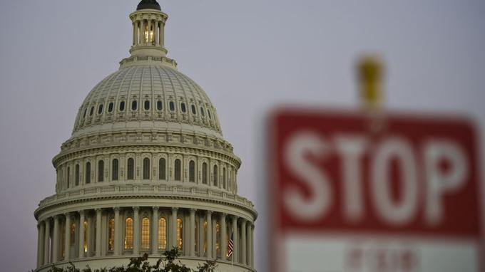 Pour la première fois depuis dix-sept ans, l'Etat fédéral américain subit un «shutdown» qui le conduit au chomâge technique. En cause: le Congrès, composé de démocrates et de républicains, qui n'a pas réussi à s'accorder sur le budget.