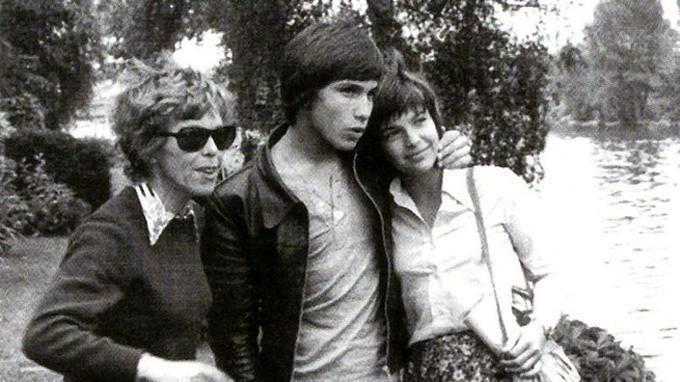 Cécile Aubry, Medhi et Véronique Jannot durant le tournage du<i> Jeune Fabre</i>, en 1973.