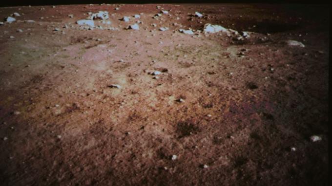 La surface de la Lune vue par Lapin de jade.
